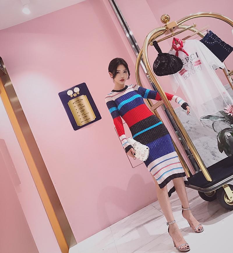 SUNYUER STUDIO 彩色条纹针织连衣裙女春秋2017新款气质裙子显瘦