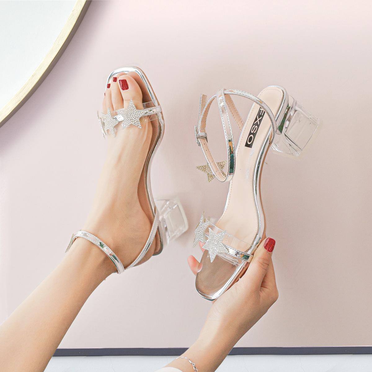 【新品价99元】2020夏季新款露趾女网红星星水钻一字带中粗跟凉鞋
