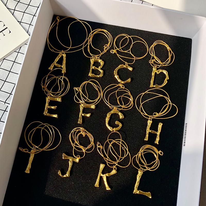 欧美时尚走秀26个字母项链女竹节纹理简约百搭毛衣链网红吊坠项链