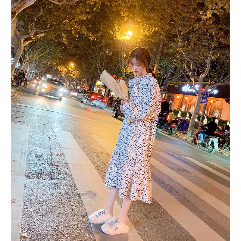 法国小众连衣裙女秋冬季法式复古长裙2018新款加绒裙子甜美小清新