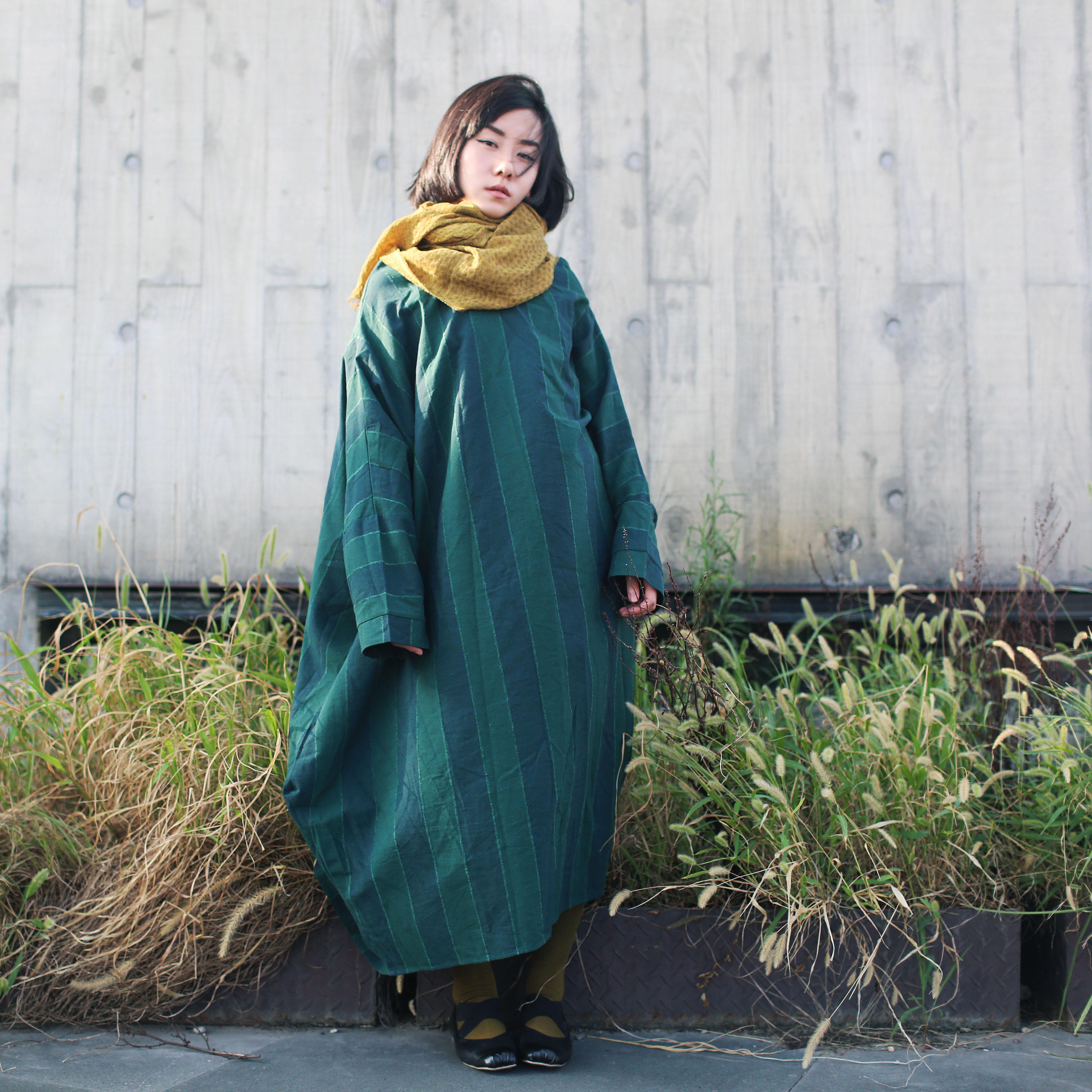 猫迷森林秋新文艺棉麻长款连衣裙条纹连帽女巫宽松蝙蝠袖袍子7410