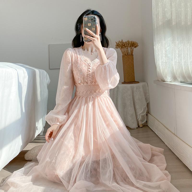 2020春季新款名媛范气质网纱V领蕾丝钩花仙女裙超仙的打底连衣裙