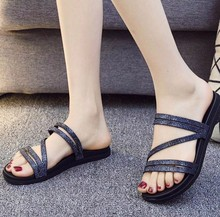 2019新fc2拖鞋女夏dm红凉鞋平底外穿时尚水钻露趾一字拖沙滩