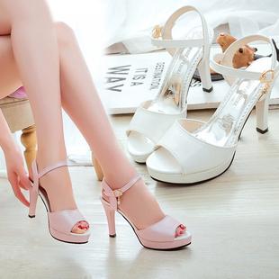 网红女鞋子2020夏季新款韩版百搭鱼嘴凉鞋一字扣细跟防水台高跟鞋图片