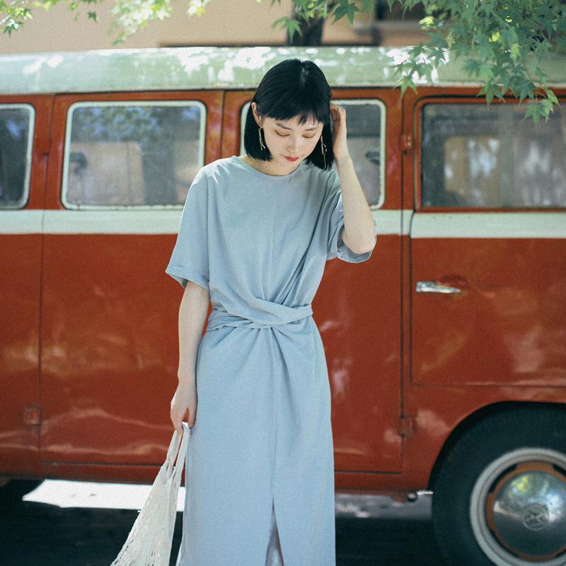 德州巴黎自制设计感交叉绑带前开叉超薄短袖连衣裙女