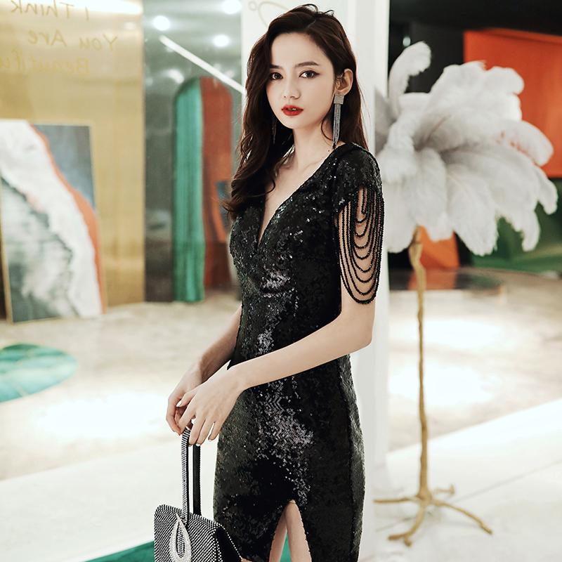 黑色小晚礼服2020新款 V领简约修身包臀短款主持肩部链条女连衣裙