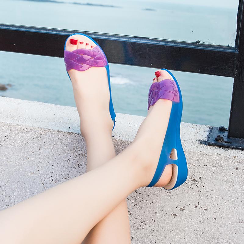 夏季坡跟妈妈软底凉鞋女果冻鞋防水沙滩鞋洞洞旗袍水晶塑料凉鞋女