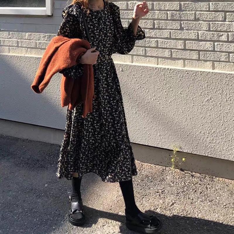 2020流行女装新款春款法式复古碎花连衣裙秋冬配大衣的长裙子内搭