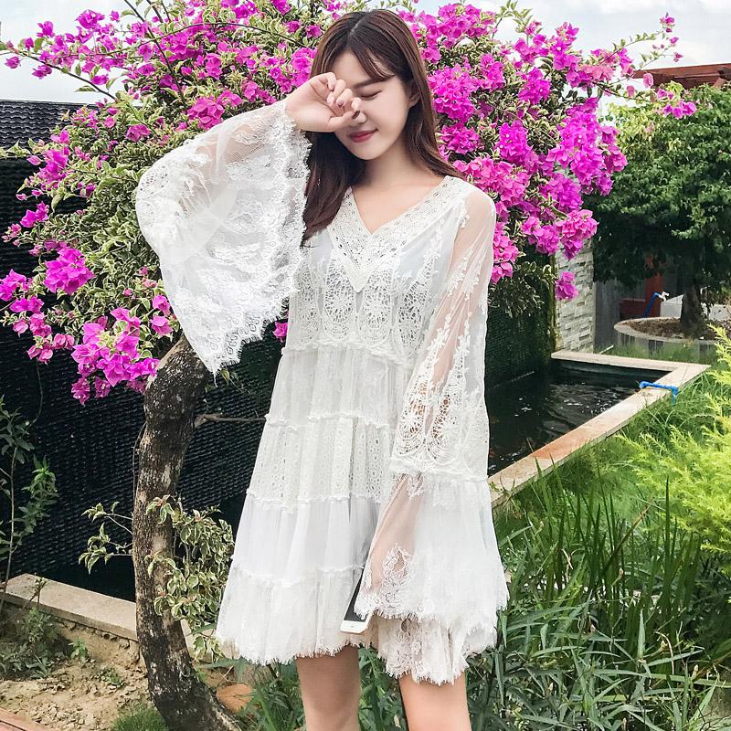 泰国海边沙滩裙度假裙白色仙女裙蕾丝网纱拼接镂空清新露背连衣裙