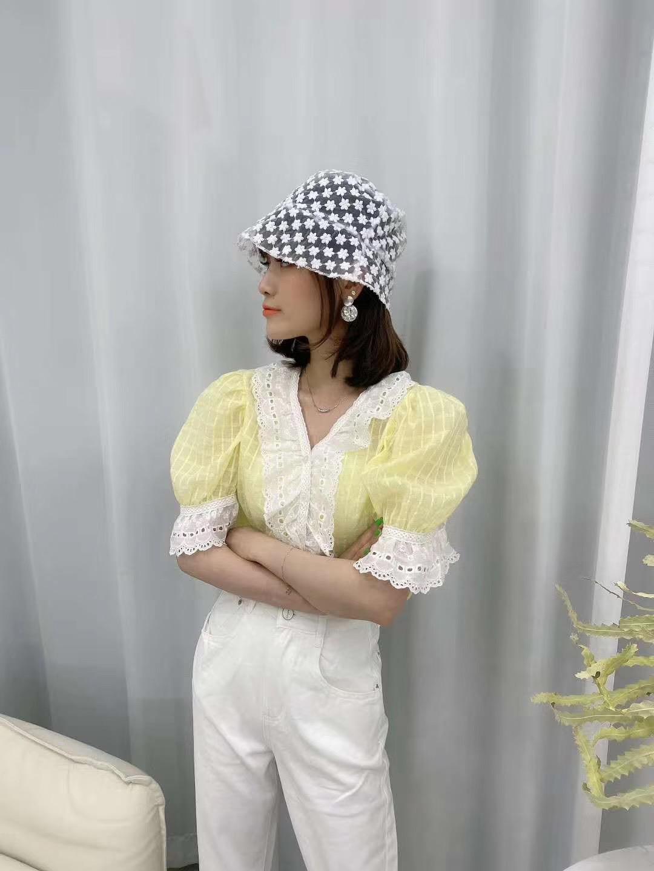 春装新款女韩版chic洋气拼接荷叶边领上衣清新设计感衬衫 -