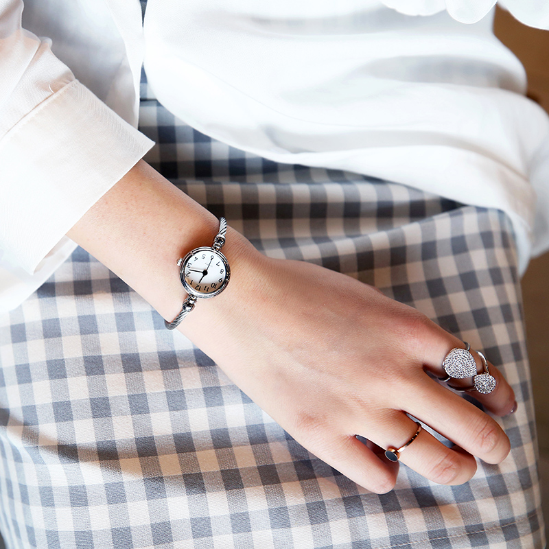 2018网红新款韩版潮流时尚女士手表小表盘简约休闲大气防水学生表