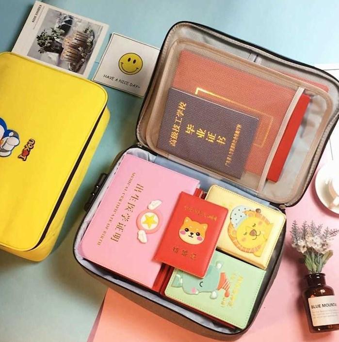 卡通可爱证件收纳包盒家用家庭多层多功能箱文件护照袋