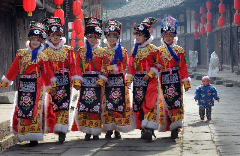 羌族服装服饰少数民族舞蹈演出表演服装盛装舞台装坐花夜舞蹈群舞