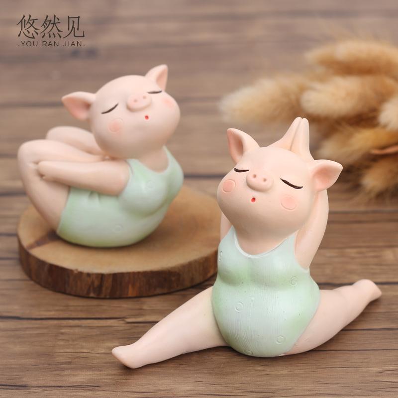 猪车摆件家居书桌摆件小饰品车内中控台可爱装饰瑜伽猪摆件工艺品