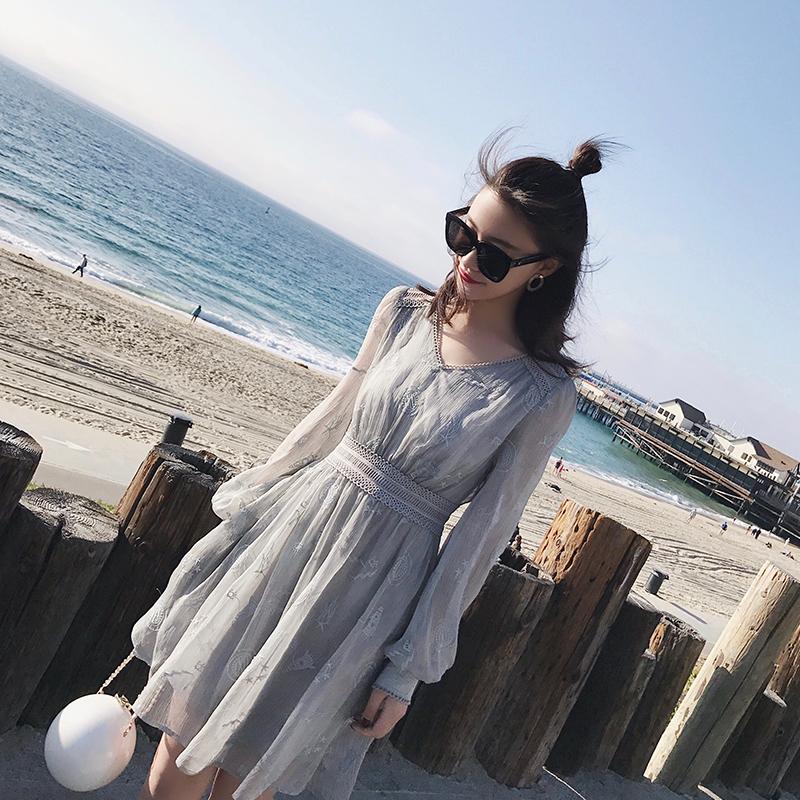 【南大人】刺绣v领雪纺灯笼长袖连衣裙 春装2018新款女清新雪纺裙