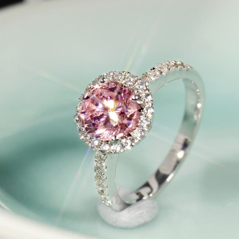 1克拉仿真钻戒女 圆形高碳钻石微镶925银镀白金婚戒 宝石粉钻戒指