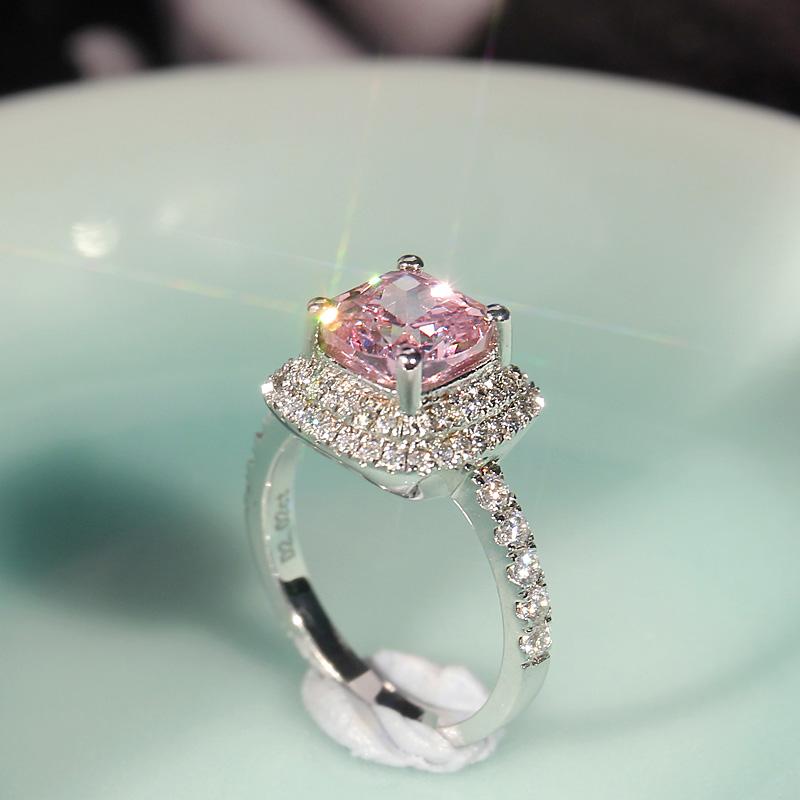 彩色宝石粉钻戒指女 高碳钻石公主方钻 1克拉925银镀白金仿真钻戒