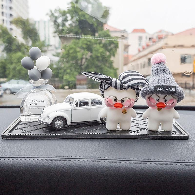 汽车内饰创意可爱网红玻尿酸鸭女 车载香水漂亮装饰 车内饰品摆件