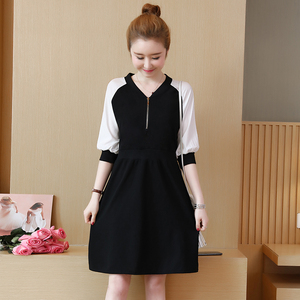 Add fertilizer to increase the size of women's clothing 2019 fat sister spring new V-neck seven-point sleeves cover belly dress tide was thin