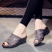 新款坡跟塑料水晶拖鞋女夏季妈no11高跟防iz鞋室内室外女鞋