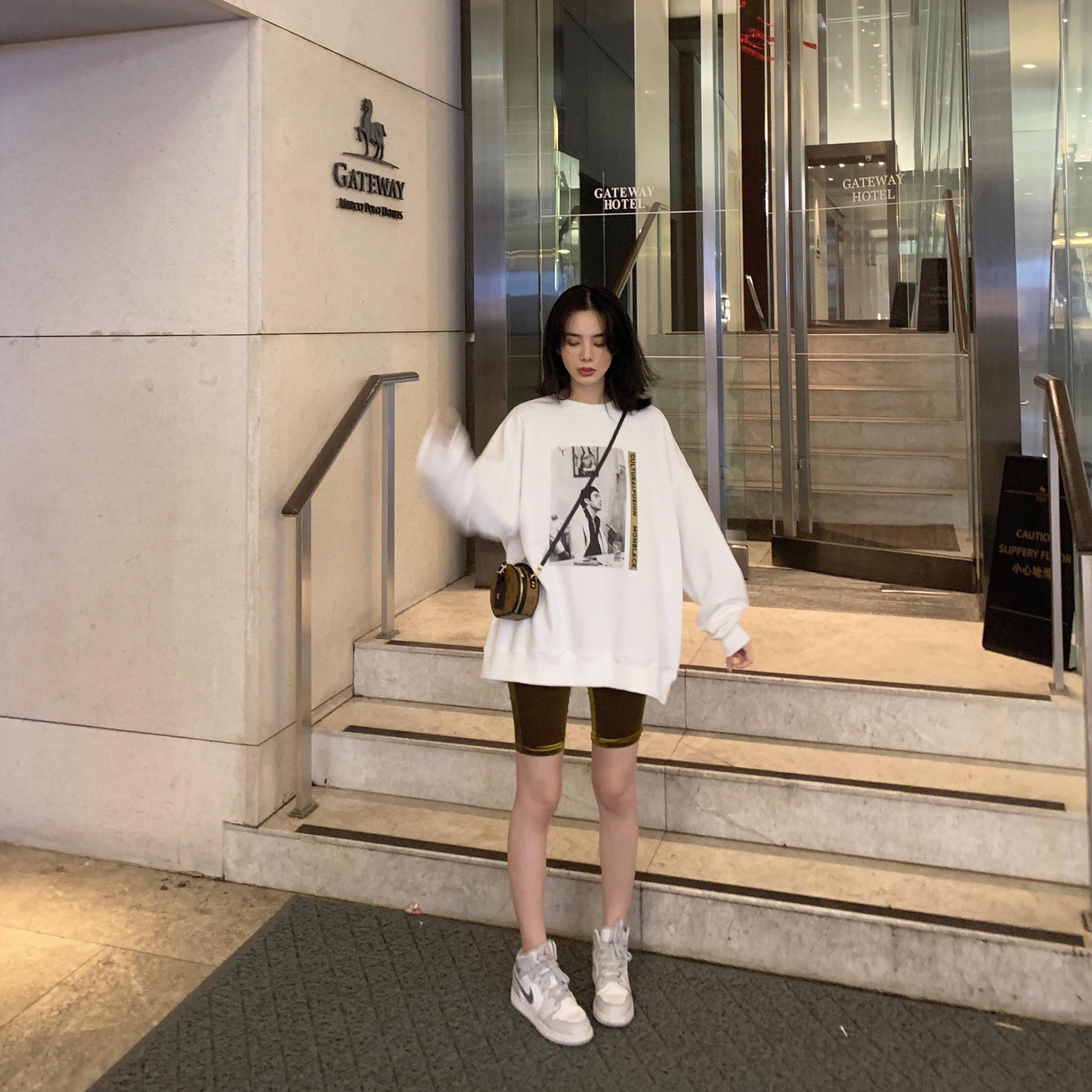 SIXONE卫衣2019新款女春秋薄款宽松T恤圆领印花情侣装小众 设计感
