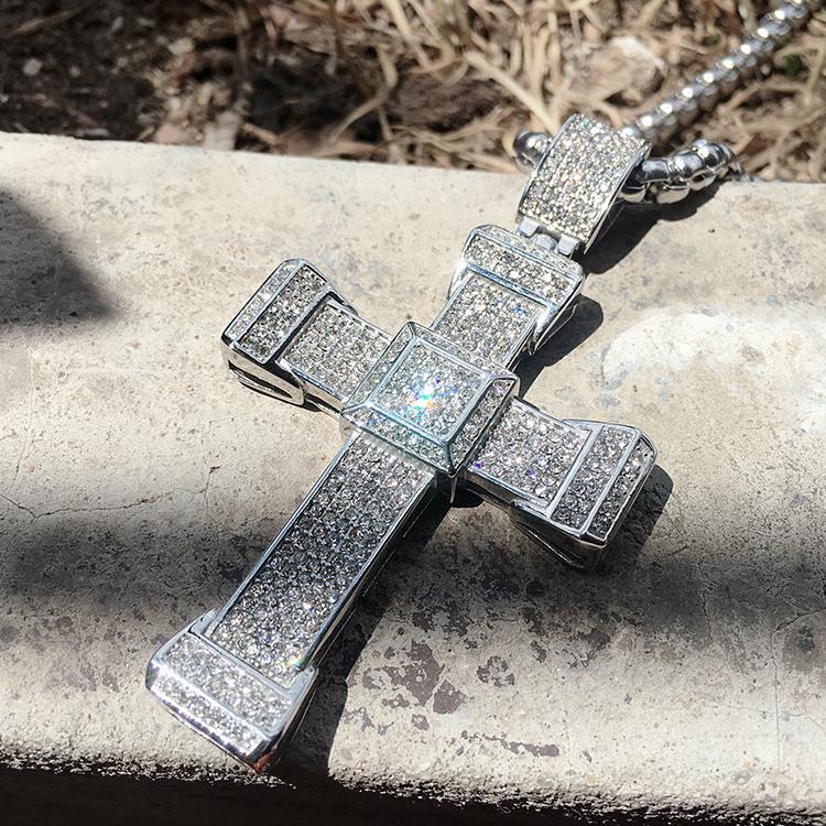 时尚奢华镶满钻十字架项链基督教钛钢吊坠男女情侣潮流毛衣链挂件