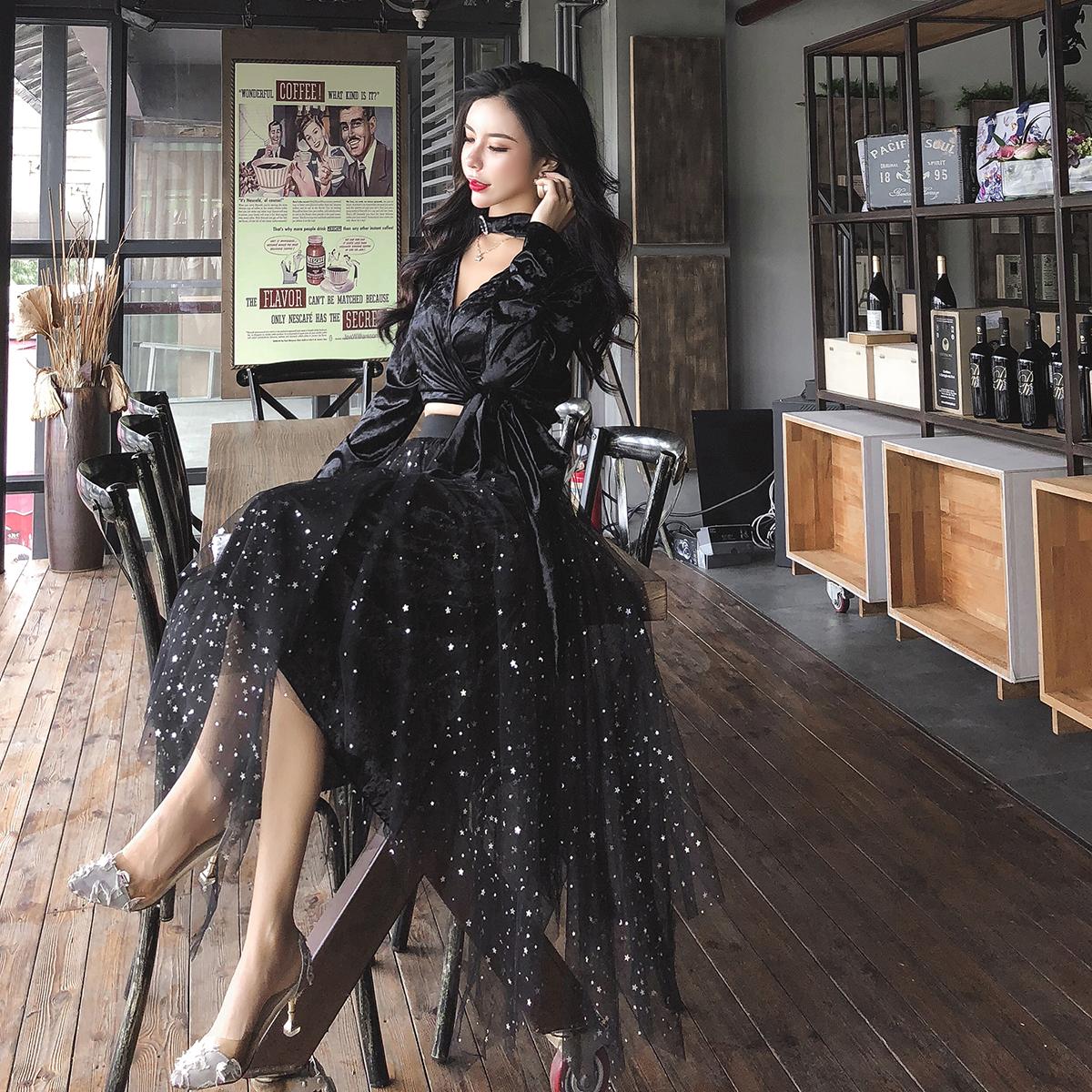 实拍现货秋冬金丝绒V领上衣+显廋不规则半身裙时尚套装送挂脖 -