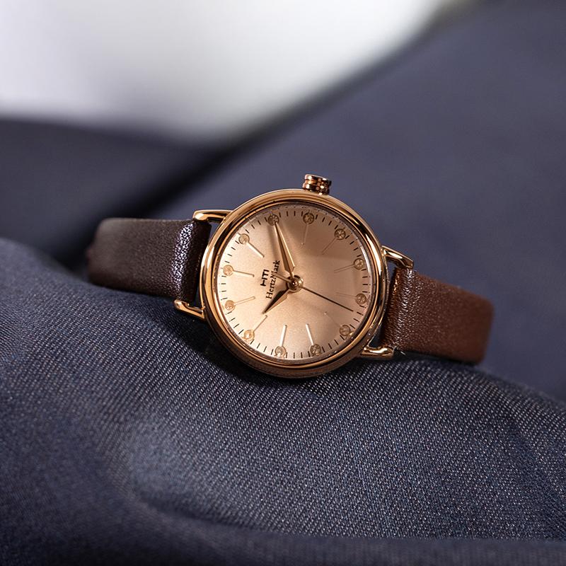 专柜正品小巧表盘女士小清新手表文艺复古学生水钻真皮细表带女表