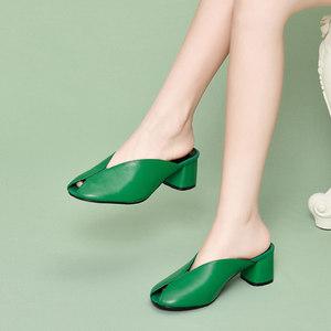 鱼嘴鞋半包头皮拖鞋女时尚外穿真皮中跟绿色2020夏季新款高跟凉拖