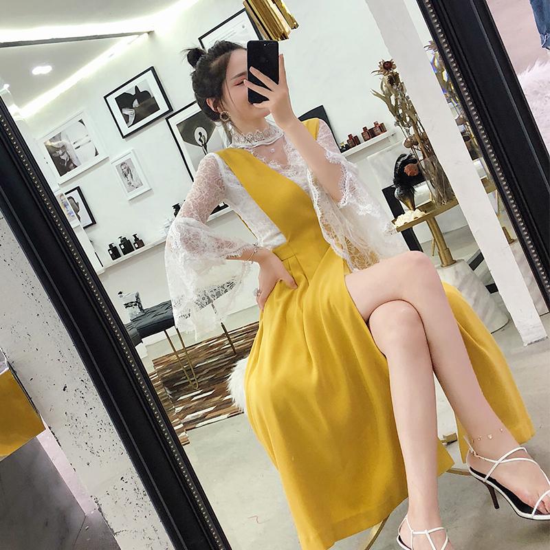 大英子Love  时髦套装2019夏喇叭袖镂空蕾丝衫开叉背带裙两件套女
