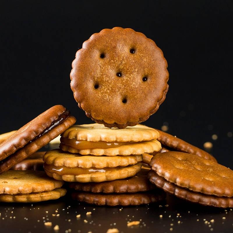 黑糖咸蛋黄味麦芽糖夹心饼干焦糖小圆饼100g休闲零食小饼干麦芽饼