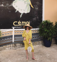 巴厘岛ad0国度假沙yzic宽松缎面V领露背长裙海边显瘦连衣裙金