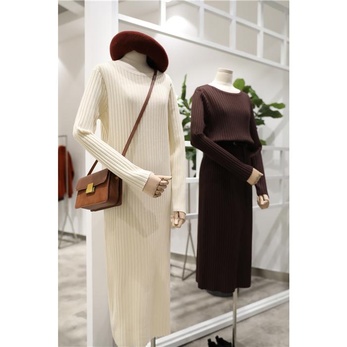 秋冬季内搭 露锁骨圆领针织连衣裙长裙女修身显瘦简约坑条打底裙