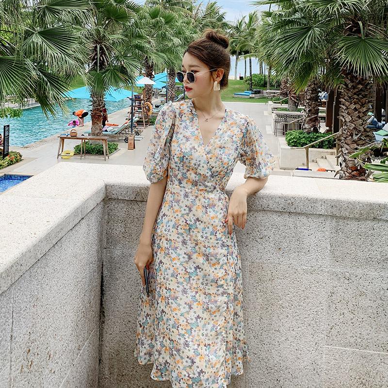 点击查看商品:碎花连衣裙女夏中长款小清新小个子一片式法式V领修身显瘦泡泡袖