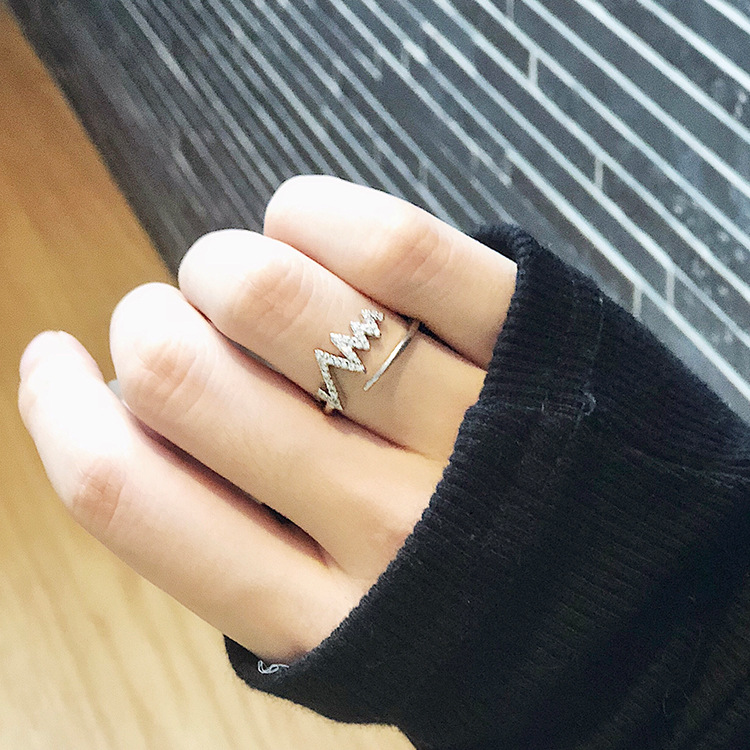 Heartbeat frequency lightning wave ring ring opening adjustable Japanese and Korean version of the fashion micro-inlaid zircon tail ring tide