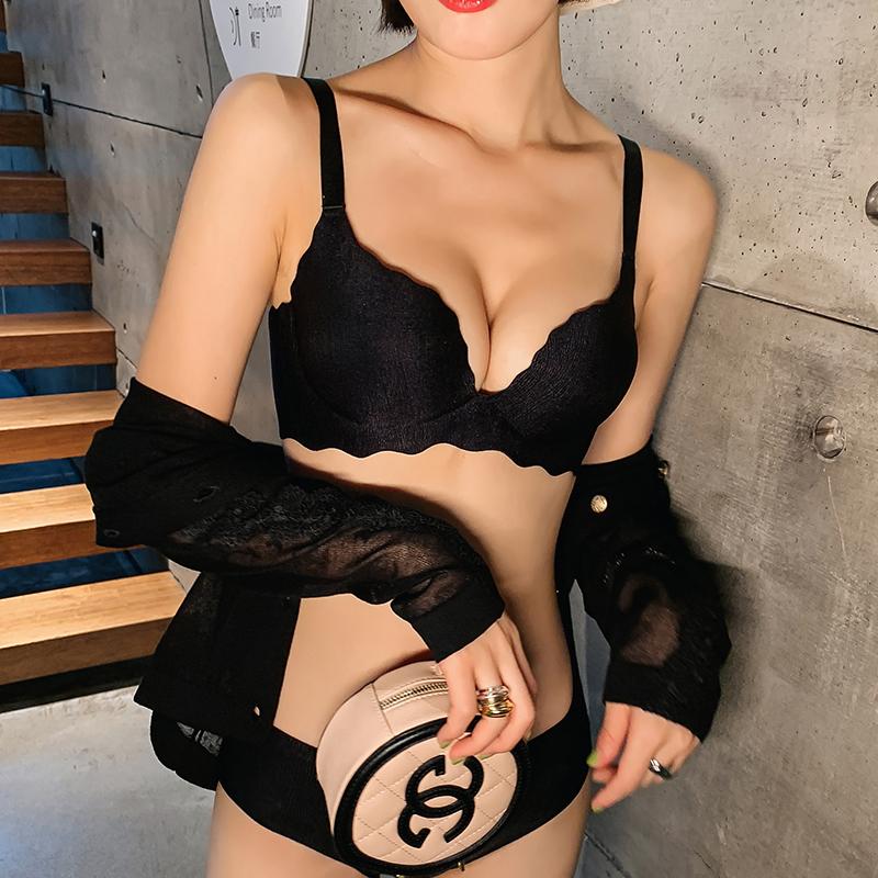 内衣女小胸显大聚拢加厚平胸专用胸罩无钢圈无痕一片式aa文胸套装