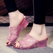 新款水晶塑料坡跟拖yu6女夏季妈ka滑防臭凉拖鞋室内室外女鞋