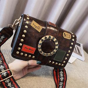 Small ck women's bag 2019 autumn and winter new wave retro badge small square bag fashion rivet broadband shoulder Messenger bag