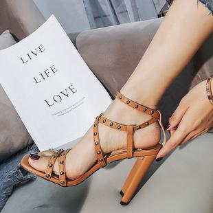 棕色罗马高跟凉鞋女网红2020夏季绑带粗跟百搭仙女细带交叉柳钉鞋