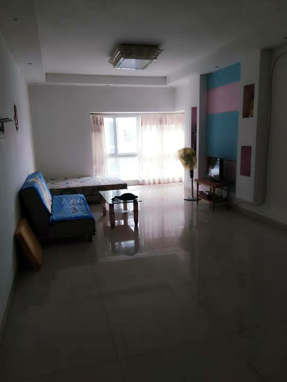 桂林市临桂区南城百货楼上两房两厅