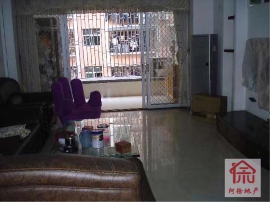 金泰苑,三楼,三房二厅,家电齐全,租1800元