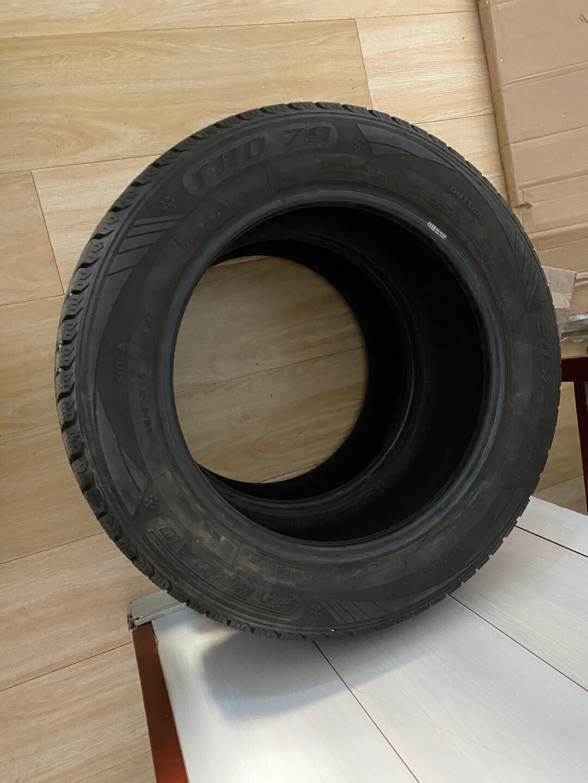 雪地胎,不超过3000公里,换车了,型号是205 60 R1