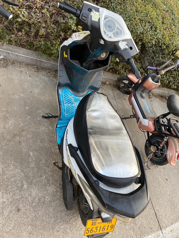 出一辆雅迪电动车,电瓶是九月份刚换的,60v20ah,能续航