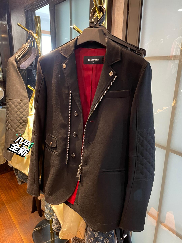 D2休闲西装外套,版型很正点,只穿过两次,成色如图!44码!