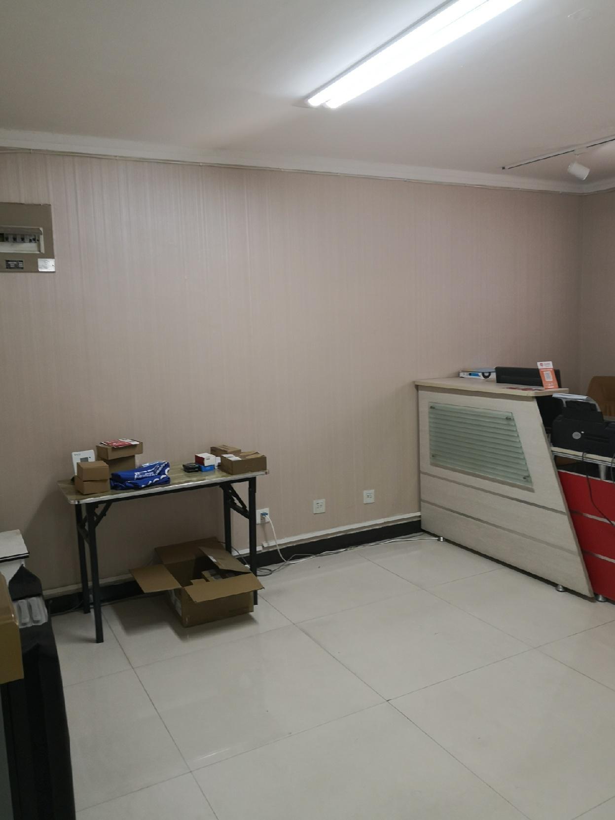 凯嘉大厦4楼83平米办公室出租,带简单办公桌椅用品