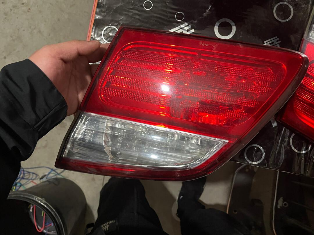 尼桑风度原装拆车内尾灯,有需要的联系,二手拆车件不退不换不包