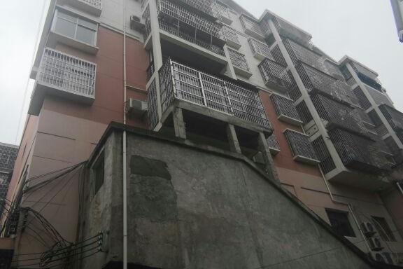 万安县芙蓉镇时代财富广场B3栋2单元701室