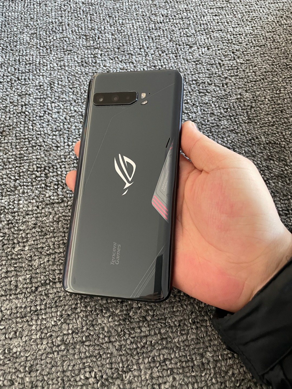 华硕ROG3游戏手机经典版12+256G 9.99新