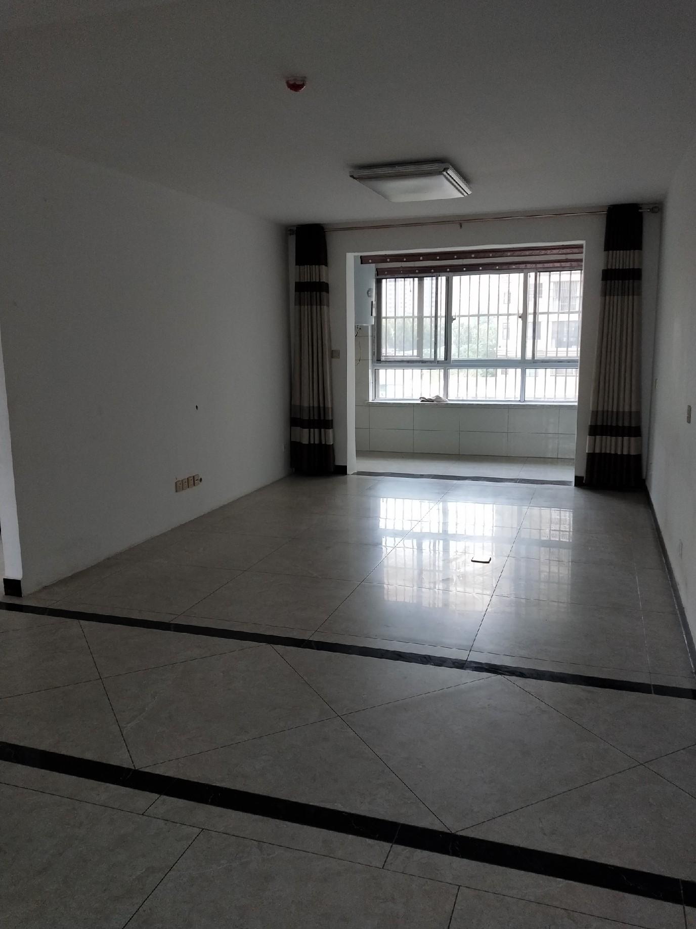 出租东方现代城3楼,122平,简单装修三室两厅,带