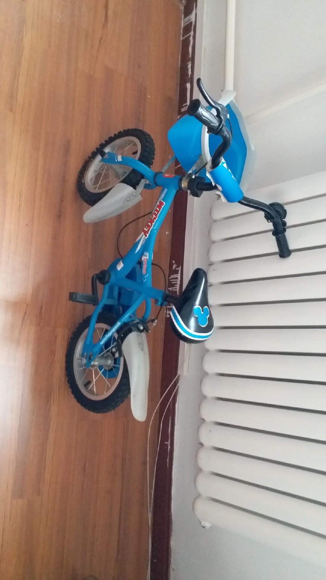 好**儿童自行车,适合3-4岁儿童,现低价出售,不包邮,运费